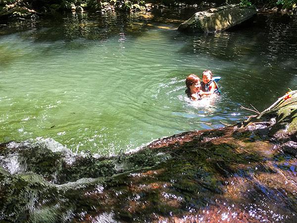 マイラの水辺で泳ぐ