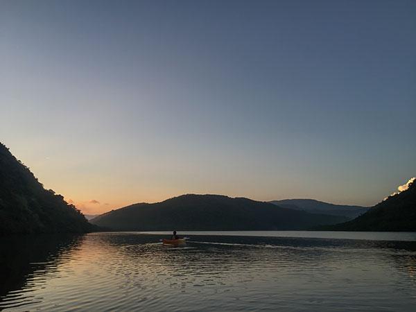 日の出前の浦内川カヌーツーリングスタート