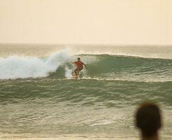 台風22号サーフィン